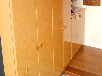 小工事 色あせた靴箱を貼り替え、明るくなった玄関