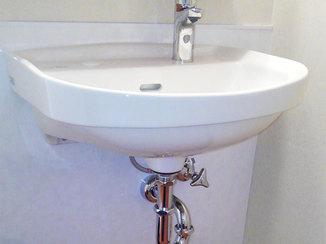 洗面リフォーム キッチンパネルで汚れにくく、明るい仕上がりの洗面所