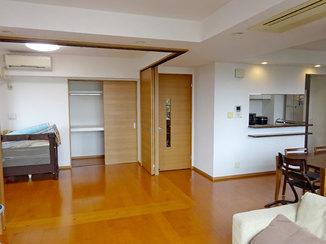 キッチンリフォーム 開き戸を引き戸に変え使いやすくなったお部屋