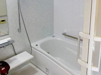 バスルームリフォーム 優しい色合いで落ち着いた雰囲気の浴室・トイレ