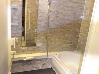 バスルームリフォーム シックな色合いに生まれ変わった浴室とトイレ