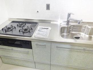キッチンリフォーム キッチン上収納を活用した収納力のあるキッチン