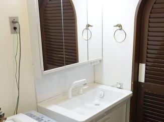 トイレリフォーム 設備を白で統一した清潔感を感じる洗面・トイレ