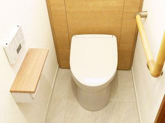 トイレリフォーム タンクが棚に収まりスッキリとしたトイレ