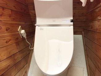 トイレリフォーム シンプルなデザインで圧迫感をなくしたトイレ