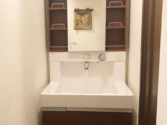 洗面リフォーム 家の内装に合わせた雰囲気の洗面化粧台