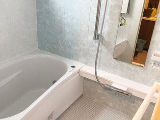 バスルームリフォーム 柔らかい素材の床でお子様も安心な浴室