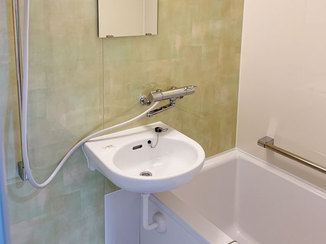 バスルームリフォーム ボウル付きでも洗い場が広く使える浴室と節水式のトイレ