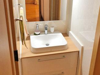 洗面リフォーム ベッセル式のボウルがお洒落なこだわりの洗面所