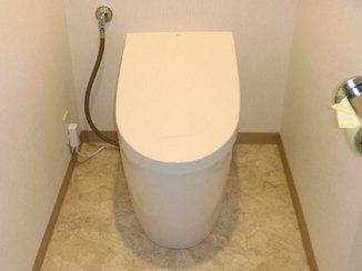 トイレリフォーム シンプルなデザインでスッキリとした空間になったトイレ