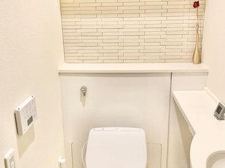 トイレリフォーム 脱臭と調湿効果のあるタイルで快適なトイレ空間