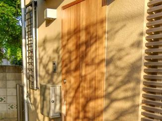 小工事 きれいが長持ちする無垢材の玄関扉
