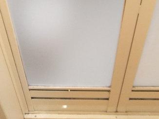 小工事 割れたドアパネルを交換